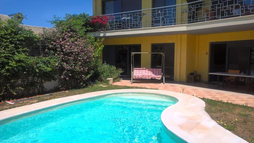 Sunny & spacious apartment w/pool and free bikes