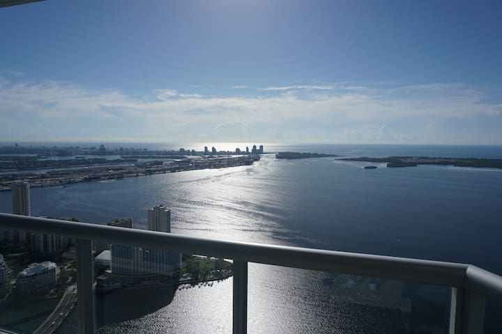 SPACIOUS 70TH FLOOR OCEAN VIEW PENTHOUSE KING BED