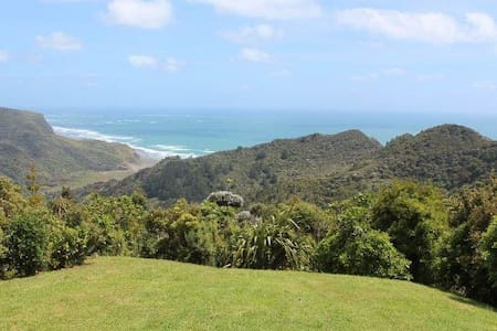Piha Retreat with epic sea views! - Casa