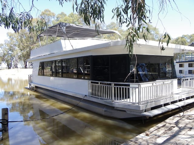Floating apartment in private marina setting