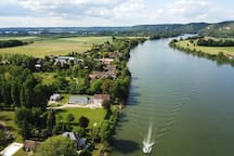 Tournedos-sur-Seine: la propriété est au premier rang, avec accès direct à la Seine