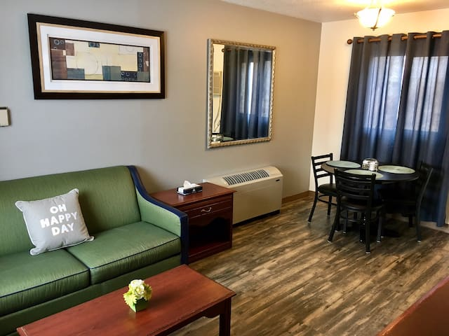 Kitchen Suite at the Mstar Hotel-Room 306 - Rapid City - Serviced flat