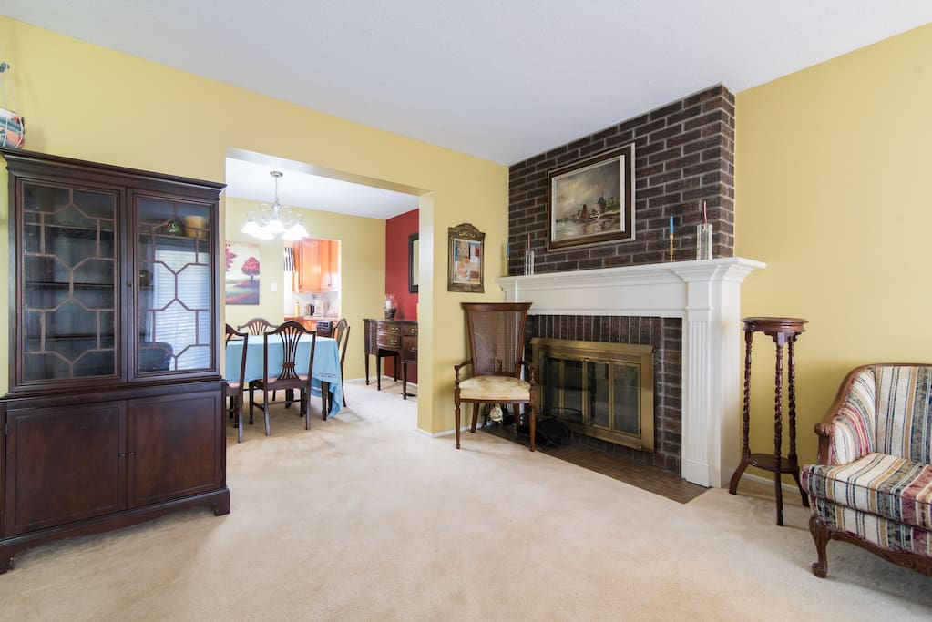 Large, bright livingroom