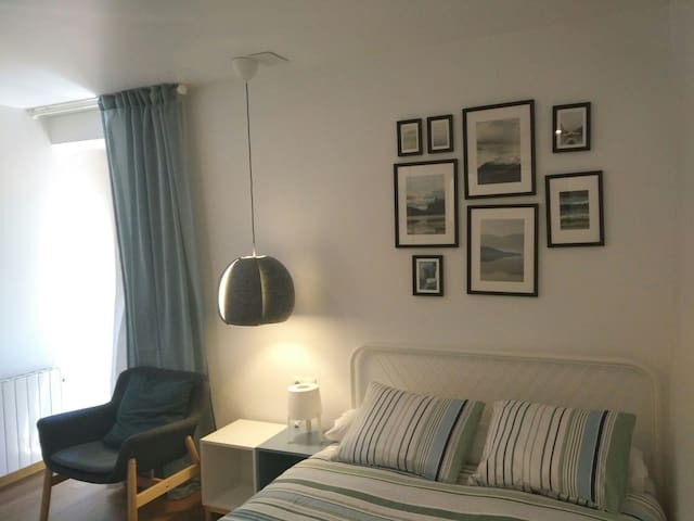 Habitación doble 107 con cama de matrimonio