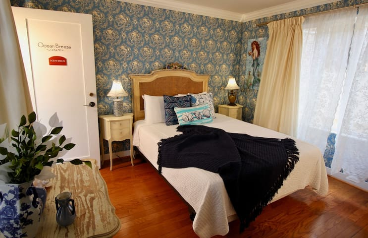 Ocean Breeze - The Bed & Breakfast Inn at La Jolla