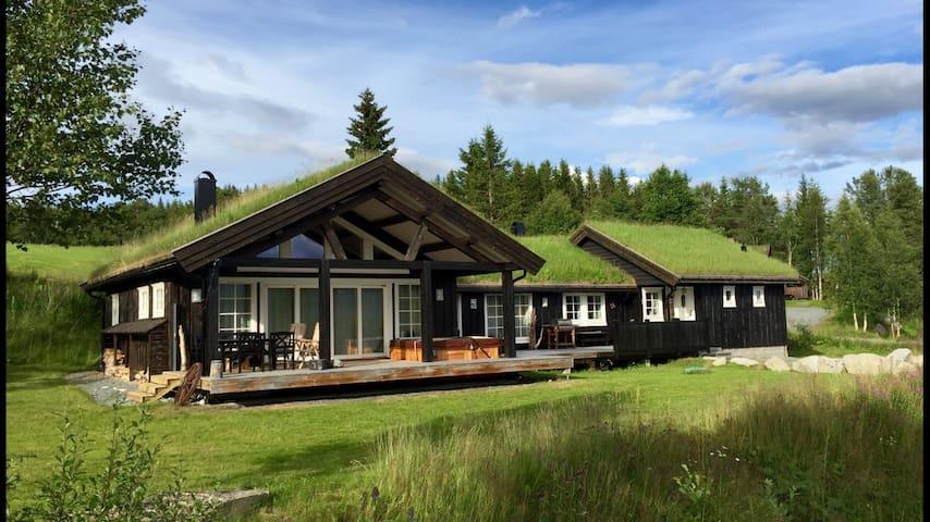 Stor hytte nydelig utsikt boblebad