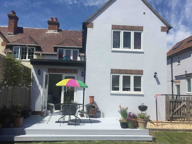 Stylish home in village nr beach & the new forest!