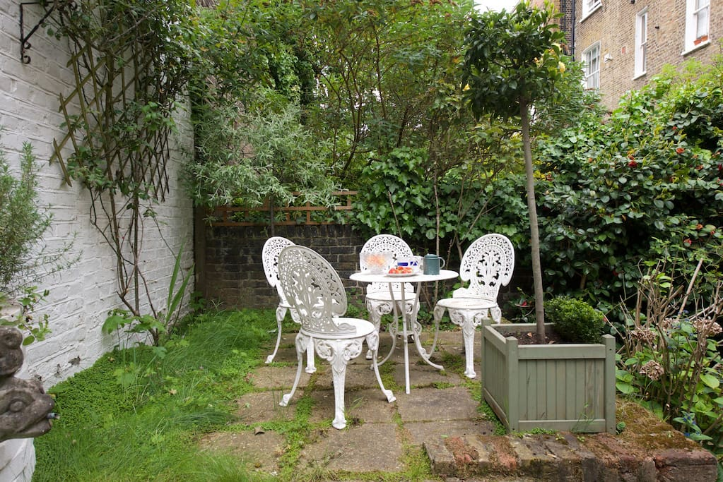 Have breakfast in the sun in your lovely private garden