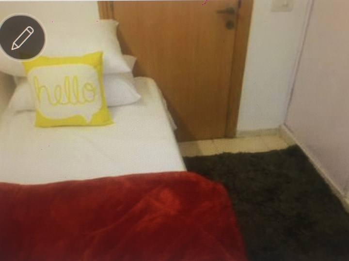 Compact single room in Central Park 2