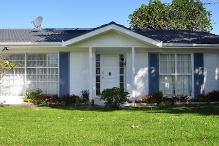 Peaceful Sunny Double Bedroom of Garden House - Auckland - Casa