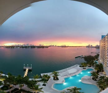 In the Heart of South Miami Beach - Apartment