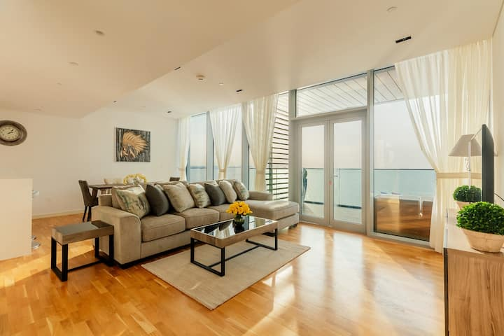 Luxury apt w/ pool & sea view in Bluewaters Island