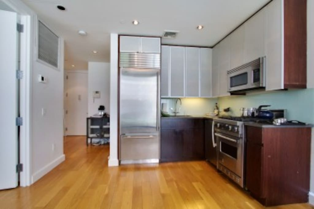 Clean kitchen with great stove top and dishwasher