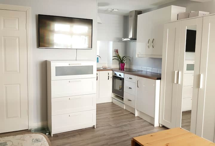 Renovated Studio Apt in the Heart of Cobh