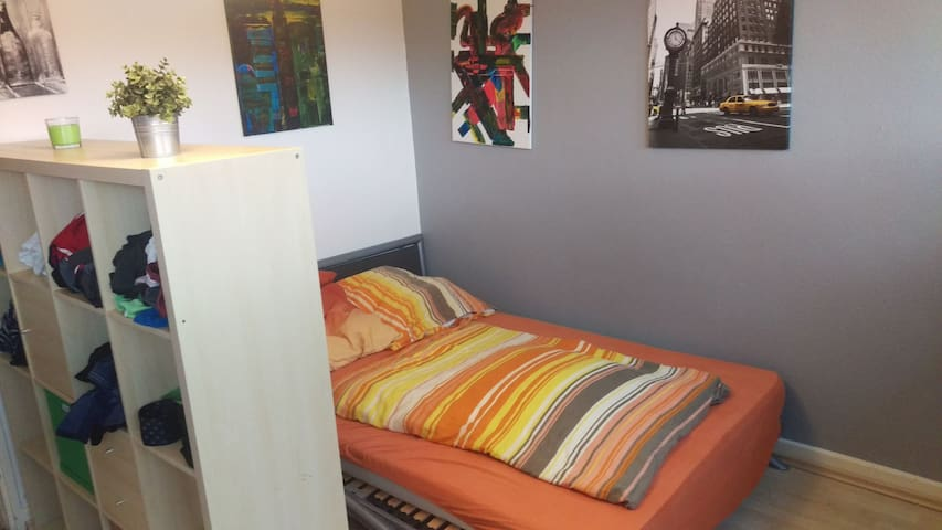 Cozy-big room 7 min from city center (FRA Nied)