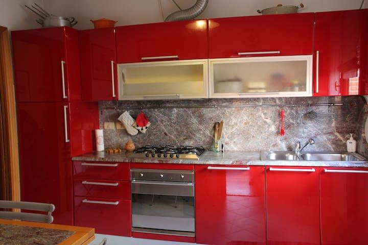 Cucina moderna e attrezzatissima