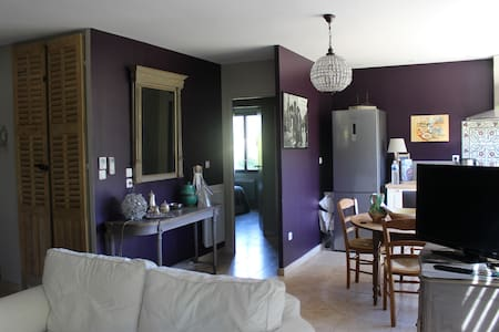 Maison atelier de peintre dans un vieux verger - Nans-les-Pins - Ház