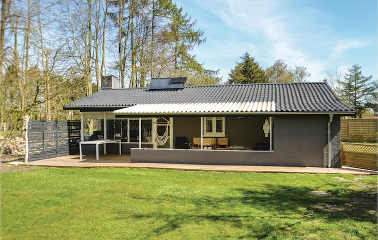 Holiday cottage with 3 bedrooms on 70m² in Idestrup