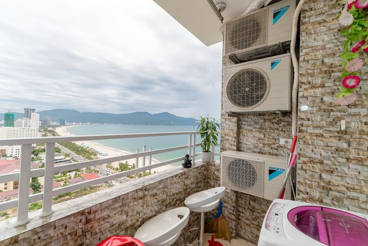 Top floor w Panoramic View, Step to the Beach