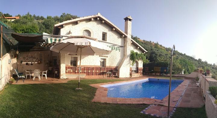 Casa Rural en Granada.3 habitaciones, con  piscina