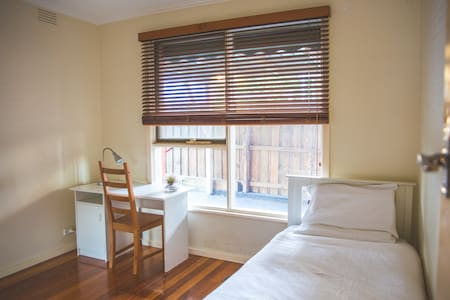 Private Single Room in quiet neighborhood - Burwood East