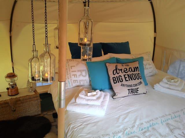 Romantic Private Noosa Hinterland Glamping Escape - Sunshine Coast