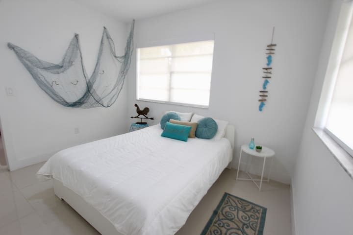 Dormitorio cama queen ,colchón memori foam