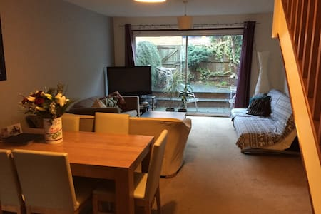 Cozy room in St Albans city centre - Saint Albans - House