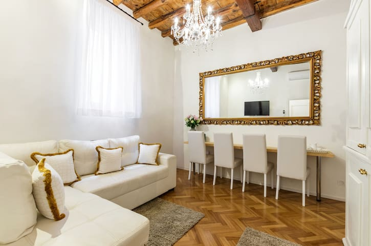 Elegant apartment in the heart of Trastevere