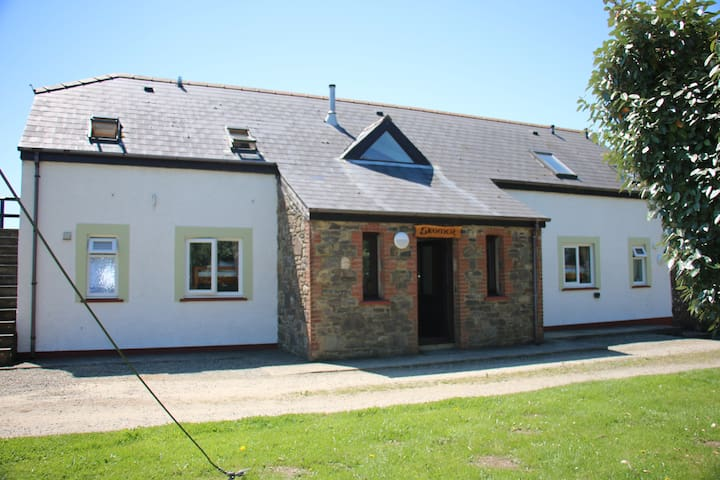 Skomer Lodge - Sleeps 22