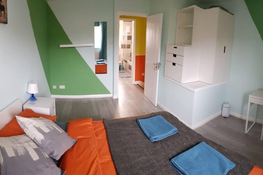 BR1 - Wardrobe, Laminate Floor