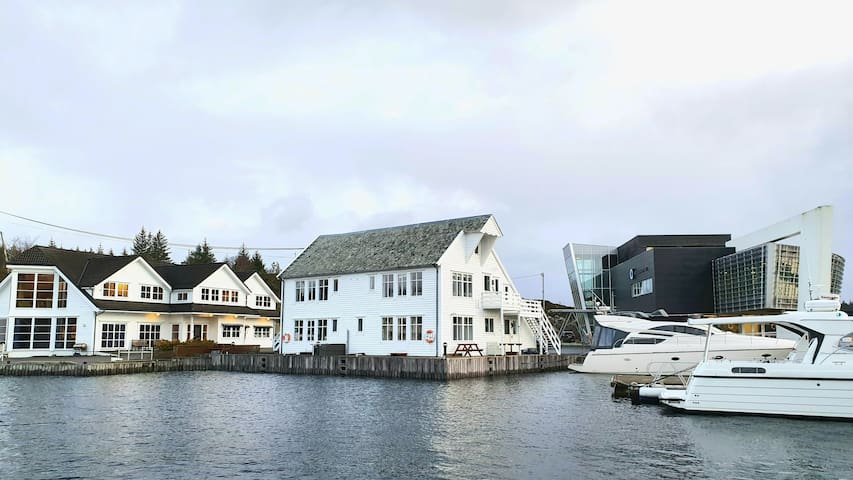 Kvaløya 26; Apartment with seafront location