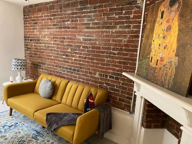 Charming English Basement in Capitol Hill