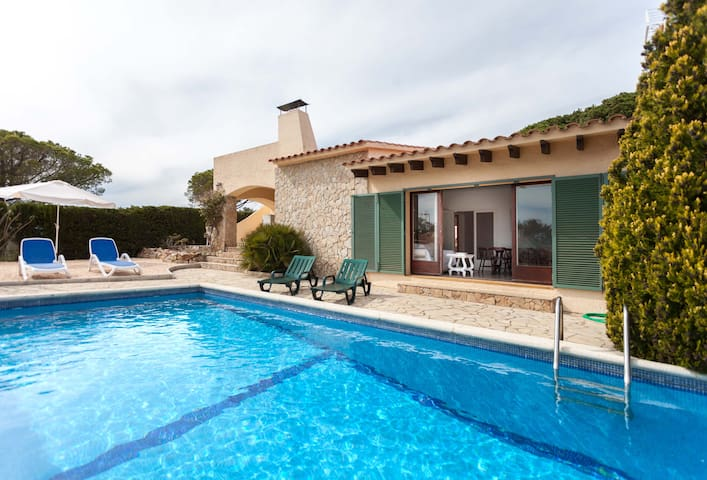 Charming house with pool in Cala Canyelles - Lloret de Mar - House
