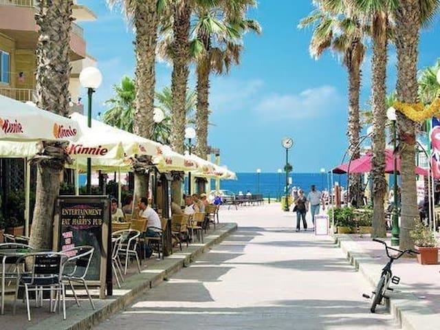 Sea Breeze Bay Guestrooms. Single Rm + Balcony 5B