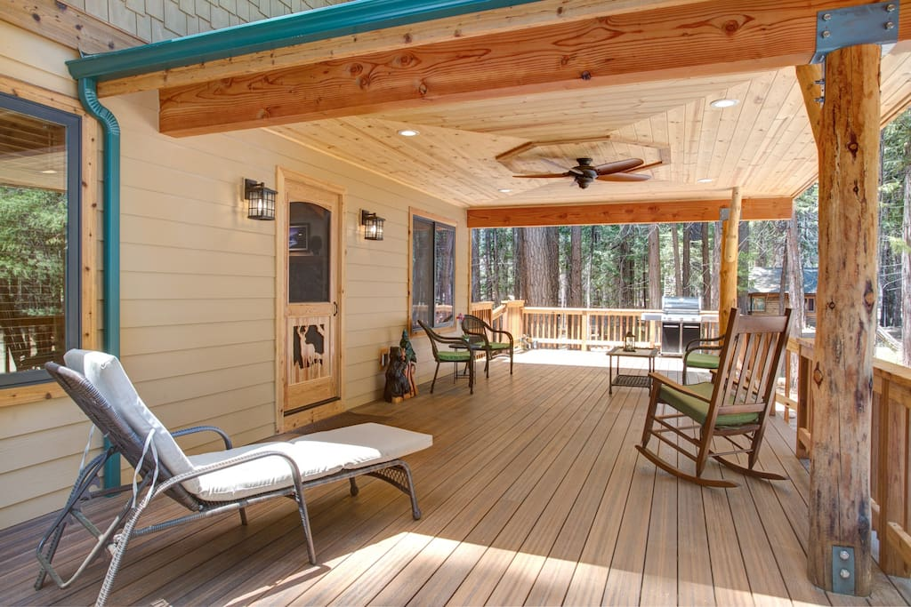 Deck with ceiling fan, lounge chair, table and chairs, gas BBQ