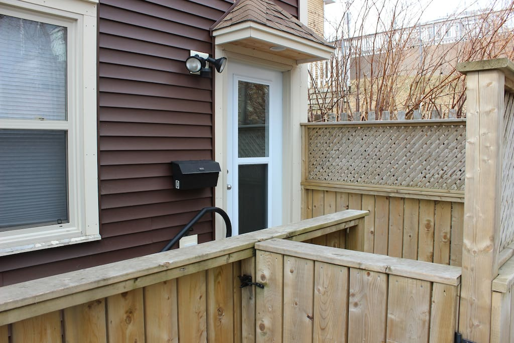 Entrance and access to patio deck