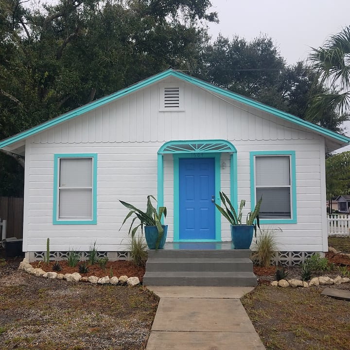 Authentic Florida Bungalow near Downtown and Beach