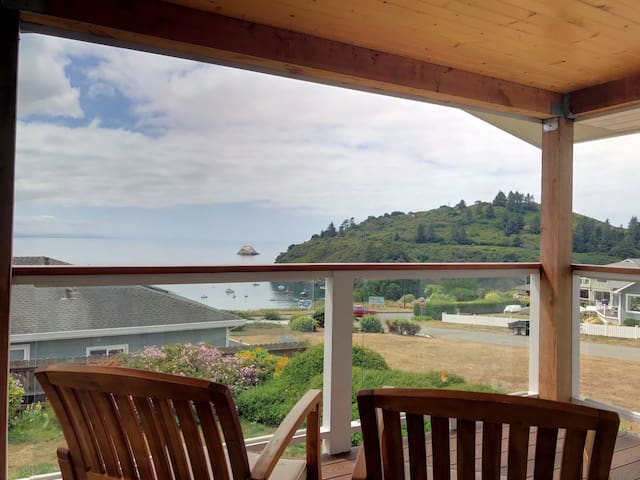 2 Bdrm Condo - Ocean Views, Deck, Shared Hot Tub