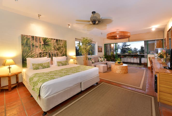 A great big tropical escape pad in the heart of town!