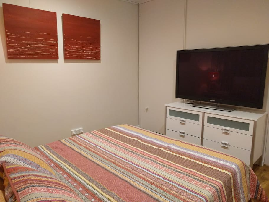 Watch TV on a 50 inch Samsung TV with 3D options, USB drive and more and hang/fold your clothes in the built in wardrobe.