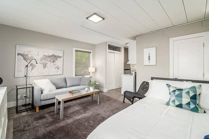 East Side Columbus Updated Studio Apartment