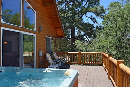 Autumn Bliss: Hot Tub! Slope VIews! Pool Table! - Big Bear - Wohnung
