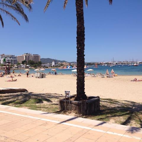 Ibiza beach apartment,terrace,pool,family friendly - Sant Antoni de Portmany - Huoneisto