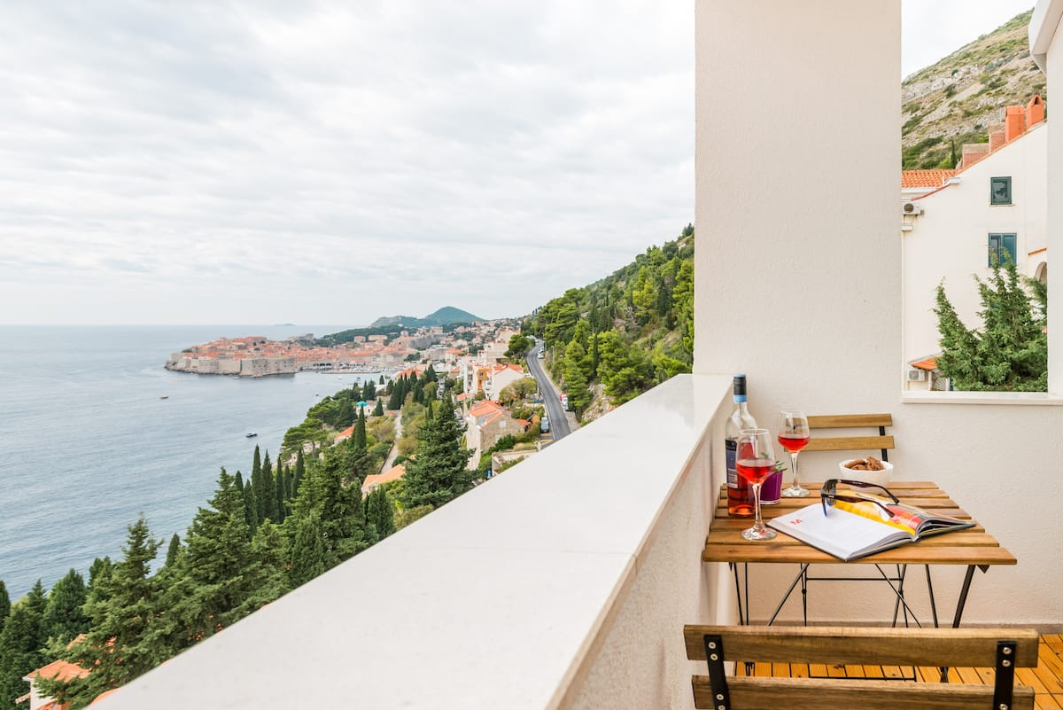 Hillside Studio with Timeless Views of Old Town and the Sea