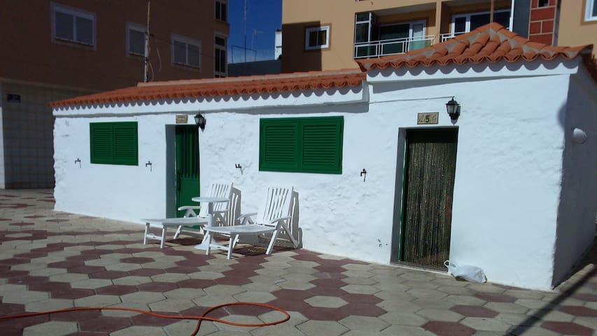 HOUSE IN THE BEACH - Arona - House