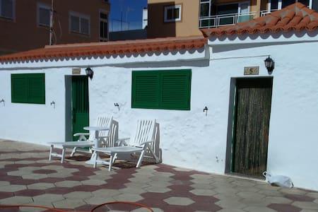 HOUSE IN THE BEACH - Arona