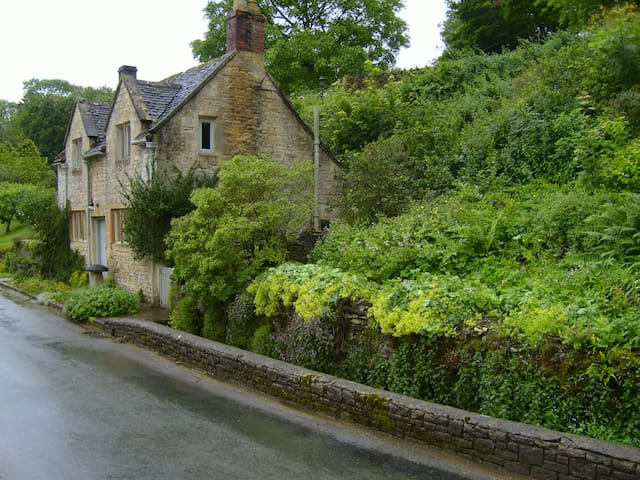 Magical Cottage in a Hidden Cotswolds Valley
