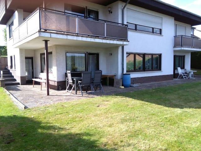 Apartment mit Küche, Bad und Garten - Bebra - Condominium