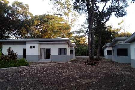 Comfy Loungie Suite - Close to Airport/Free Zones! - Alajuela